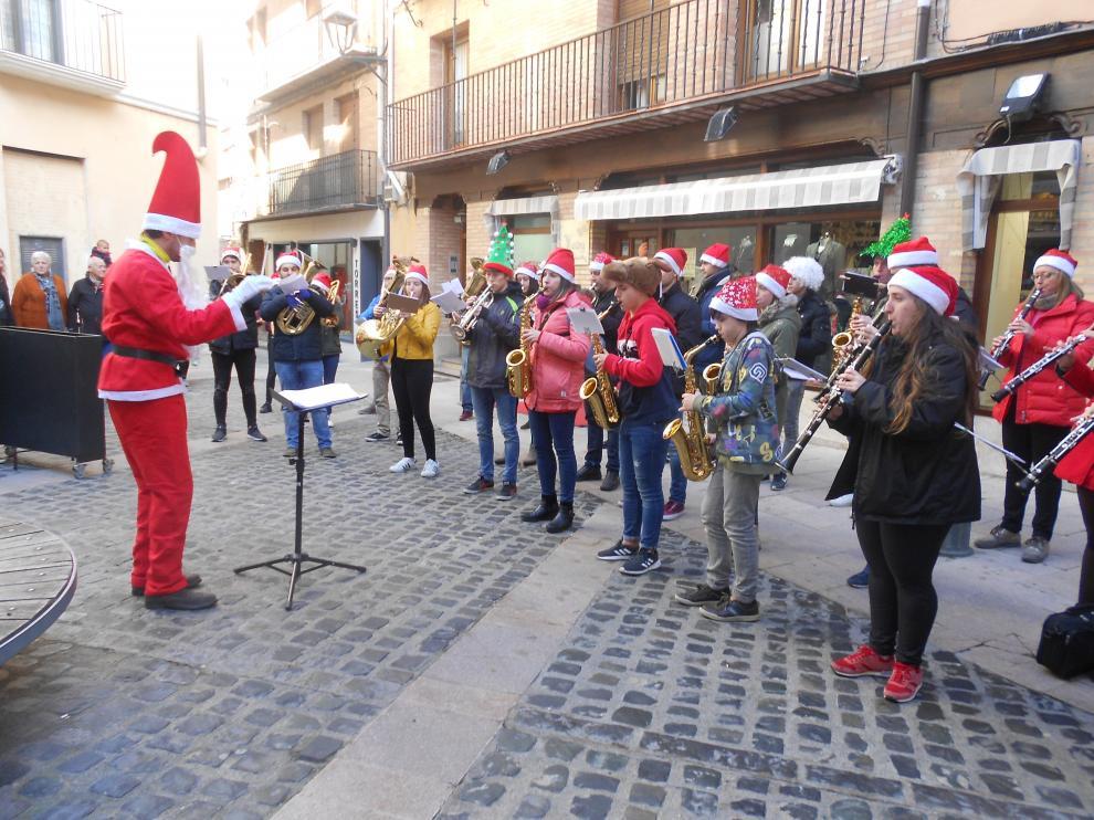 Una de las paradas musicales del pasacalles, en la plaza Goicoerrotea.