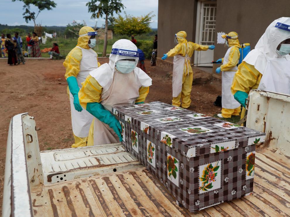 La tasa de mortalidad del ébola es del 90%.