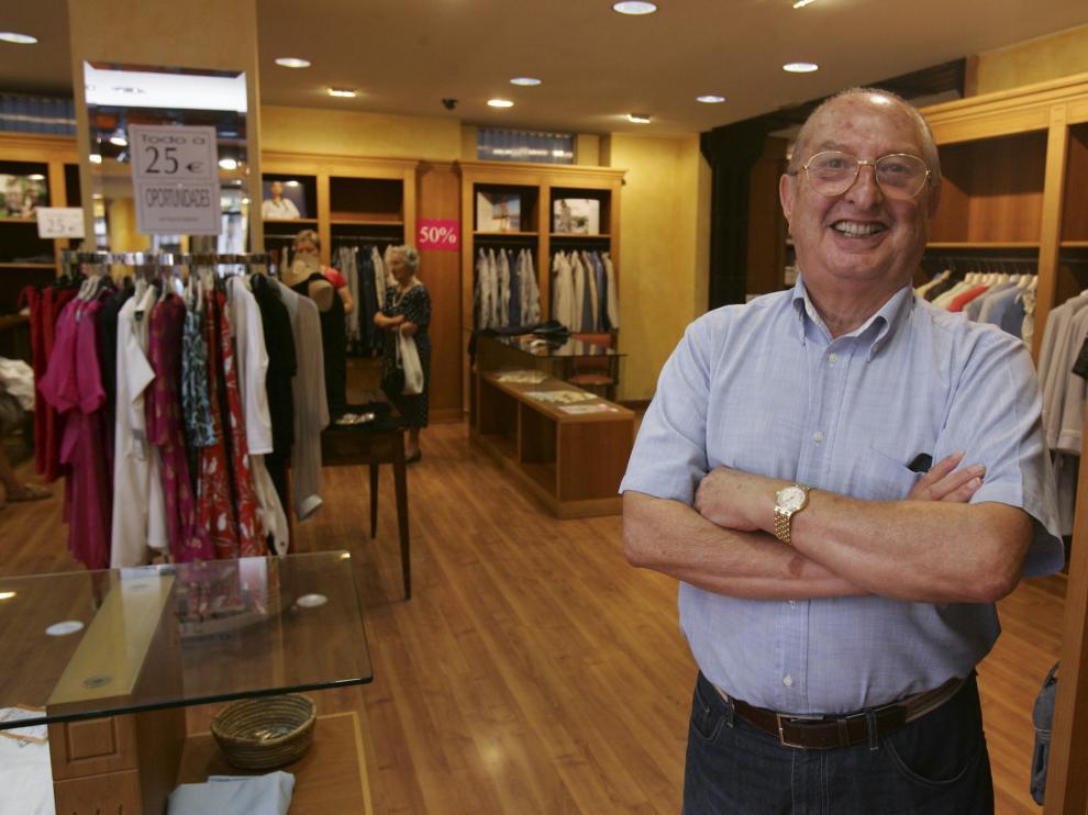 José Luis Rodrigo López en la tienda del Coso Bajo de Huesca en agosto de 2011.