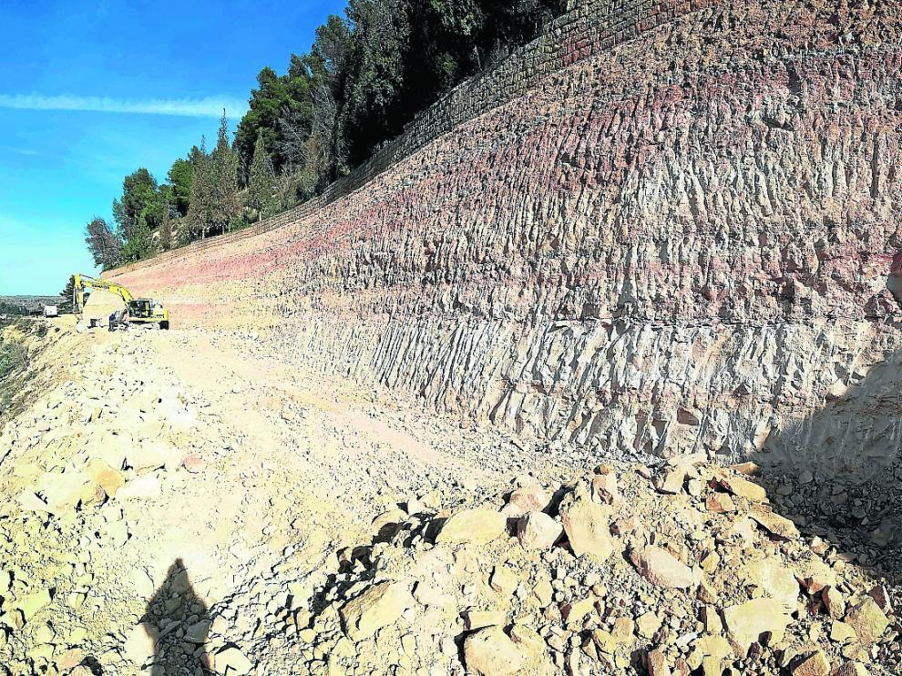 Estado actual de las obras para asegurar el cerro Pui Pinos después de los trabajos de este año.