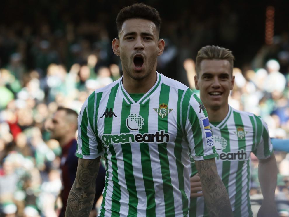 El paraguayo Antonio Sanabria celebra un gol con el Betis.