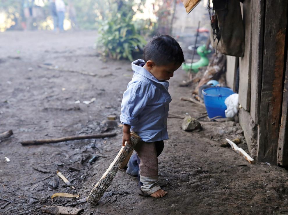 Oliver Gómez, el hermano del niño guatemalteco muerto bajo custodia de los Estados Unidos, en su hogar en Guatemala
