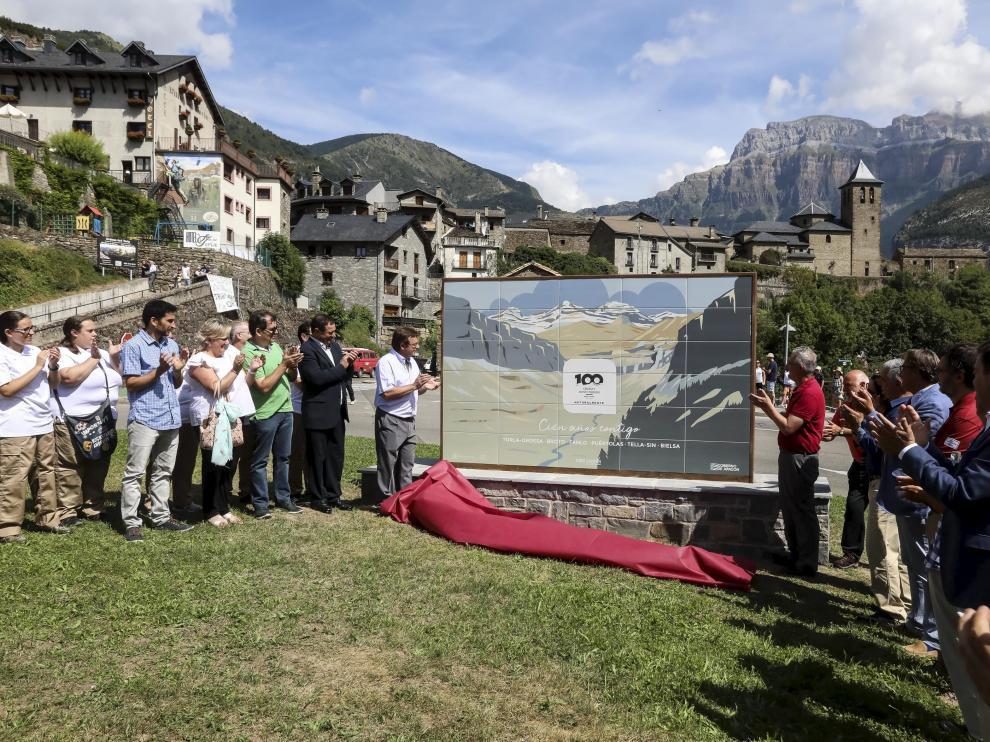 El 16 de agosto, coincidiendo con la conmemoración del centenario, se descubrió un mural en el parquin de Torla