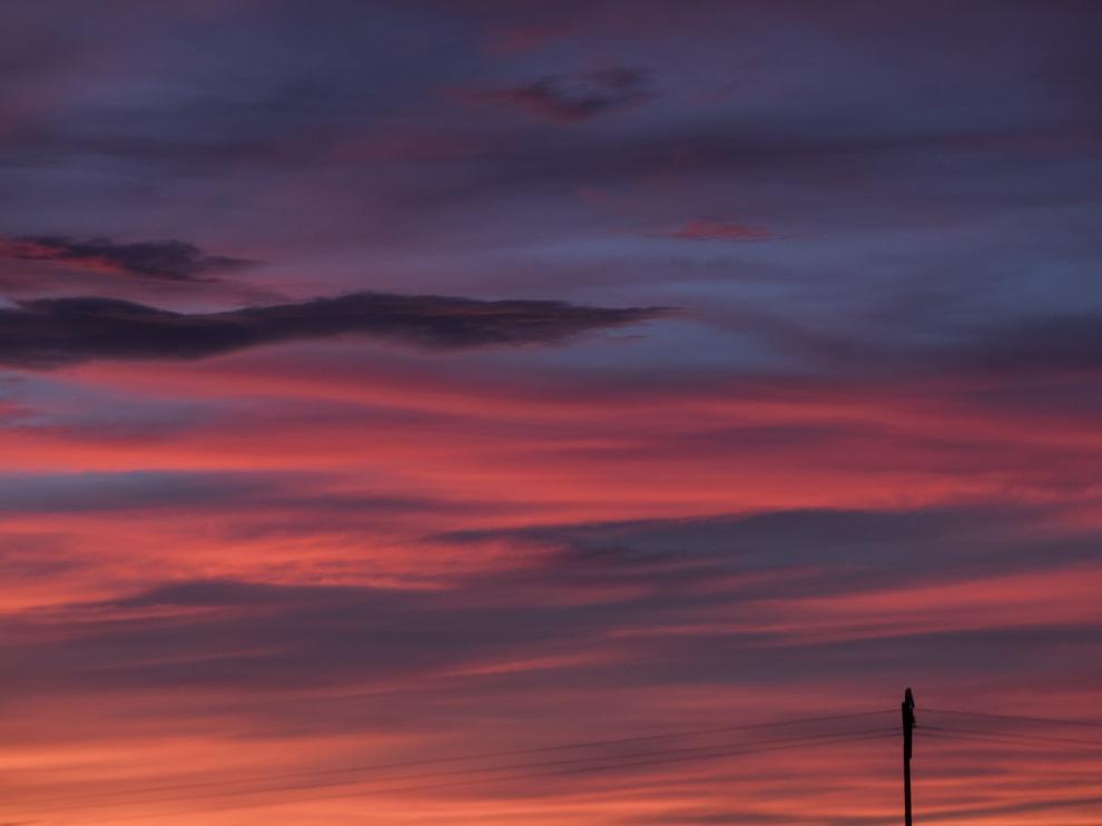 Atardecer de diciembre, casi pictórico, plasmado en el cielo lecerano.