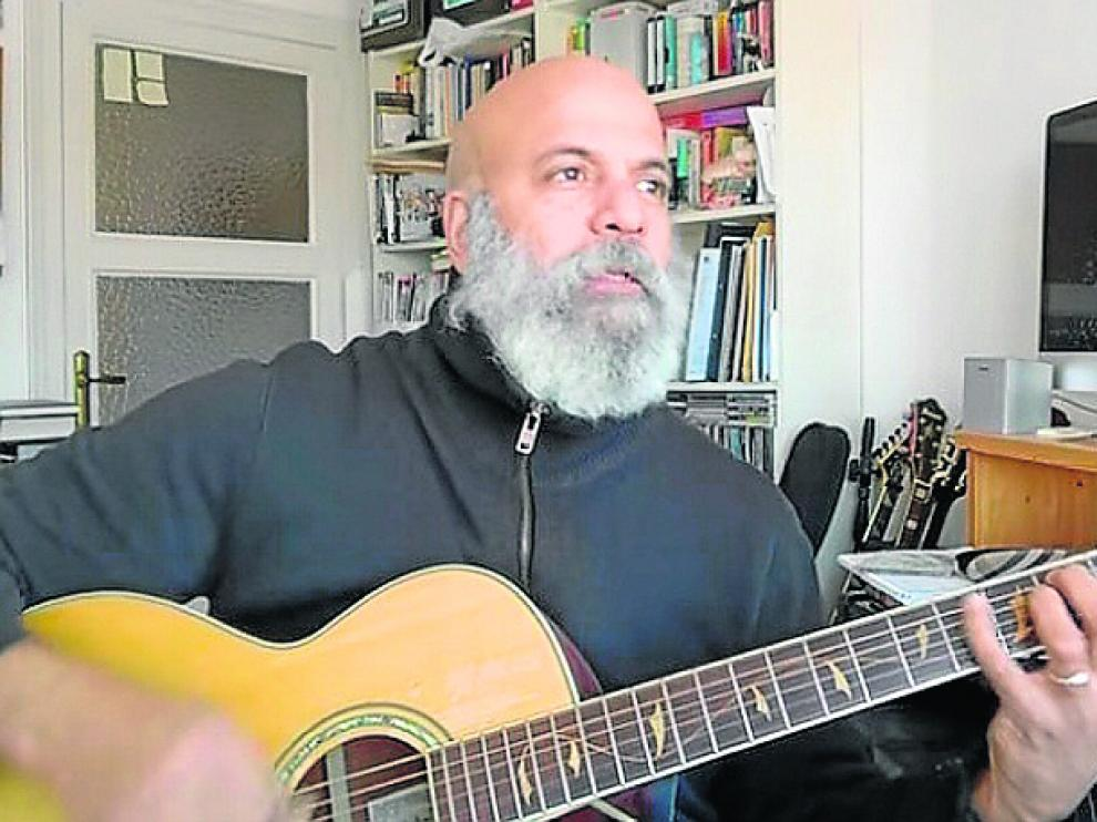 Leo Susana, en una de las grabaciones en su canal de You Tube.