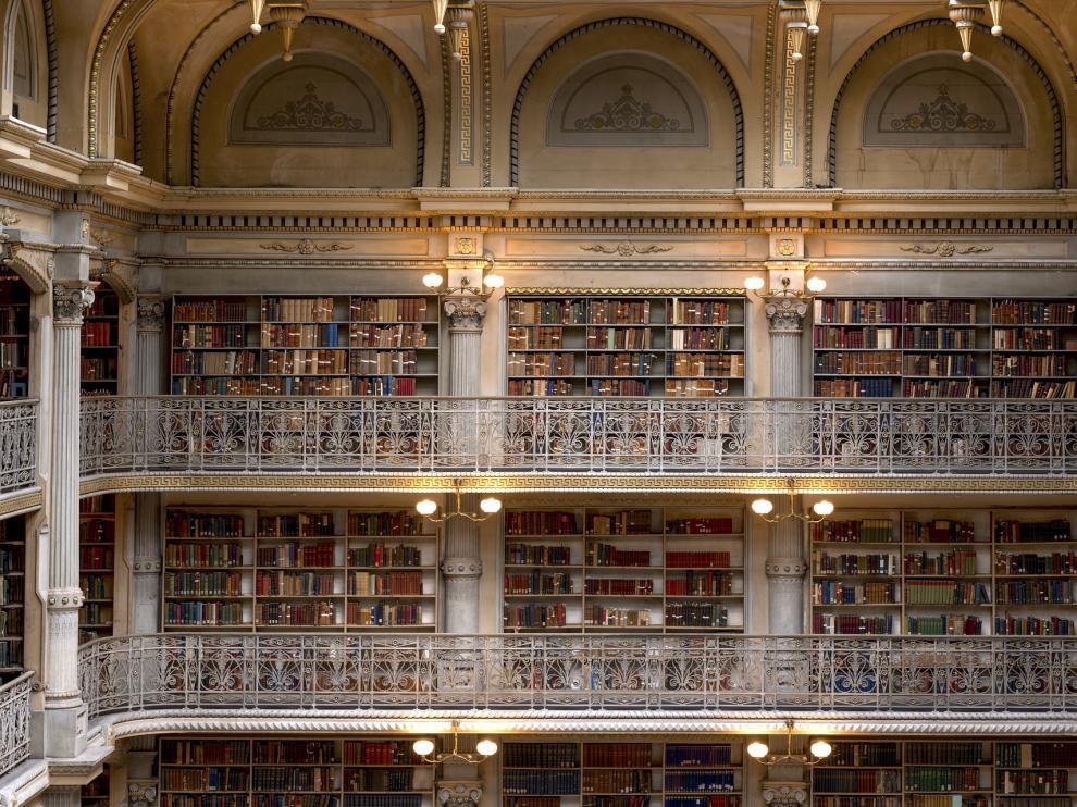 Esta biblioteca de Baltimore es conocida como 'La catedral de los libros'
