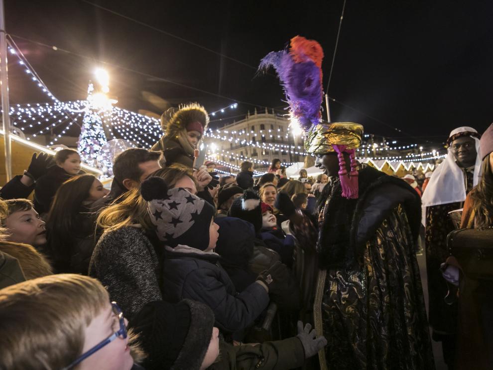 La mágica cabalgata de los Reyes Magos recorre Zaragoza