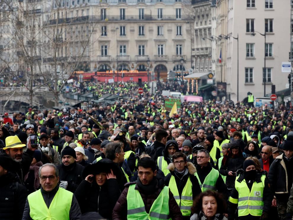Miles de 'chalecos amarillos' protestan en Francia por octava semana consecutiva