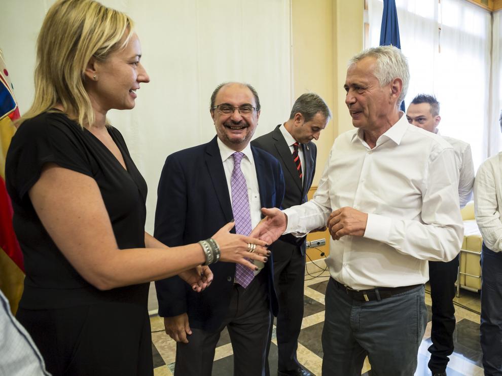 Piero Pini, con la consejera de Economía y el presidente aragonés cuando se presentó el proyecto.