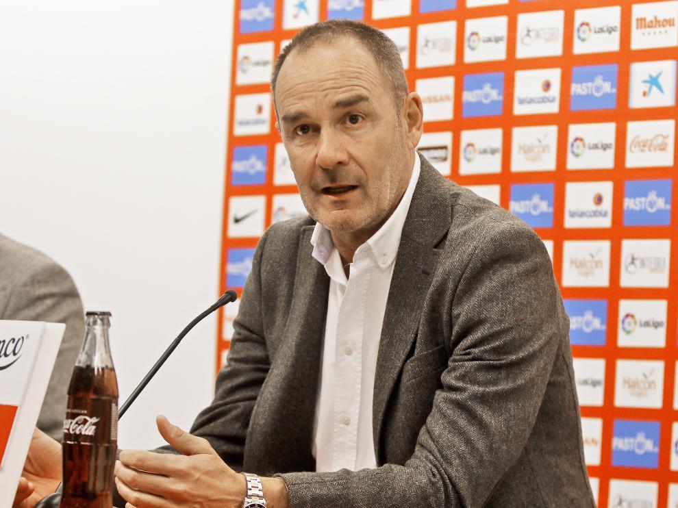 Víctor Fernández, este sábado en la sala de prensa del Molinón.