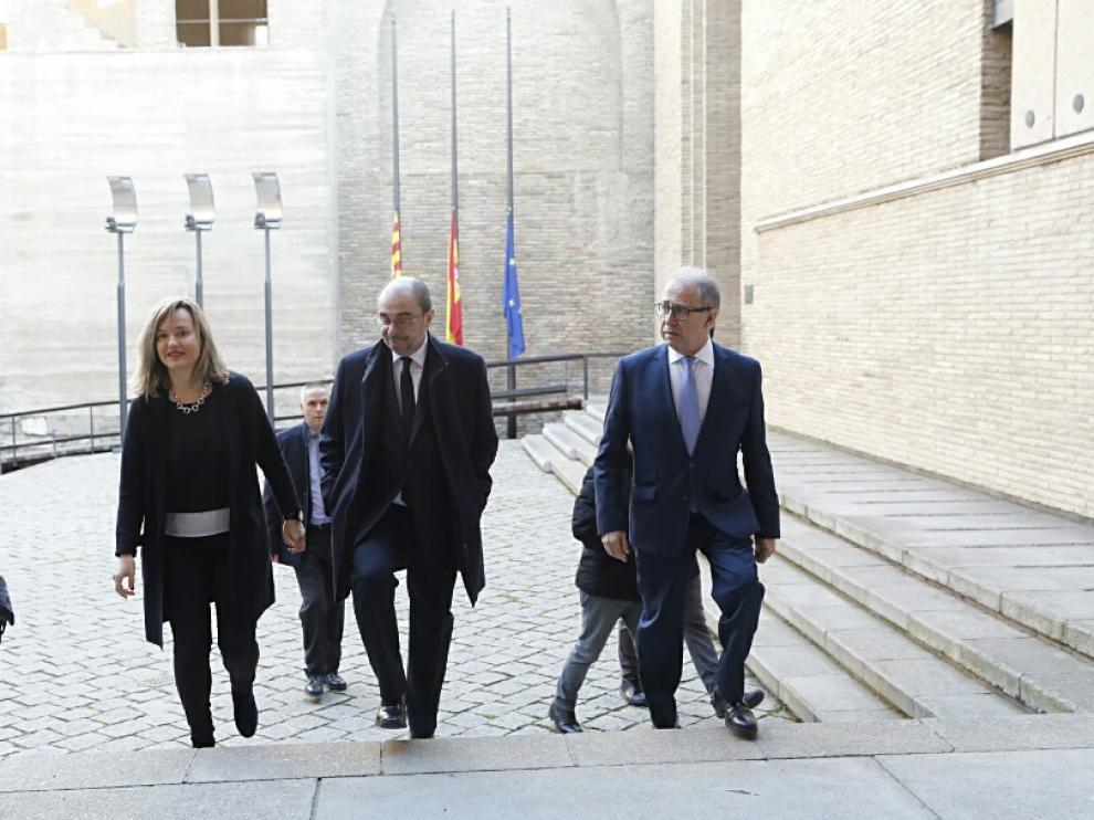 El presidente del Gobierno de Aragón, Javier Lambán, acude a la capilla ardiente de Antonio Torres instalada en el Palacio de la Aljafería