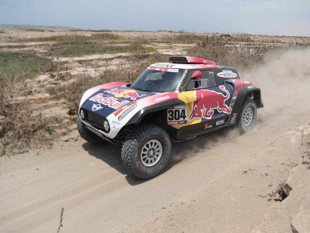 El francés Stéphane Peterhansel conduce su Mini durante la tercera etapa del Rally Dakar 2019.