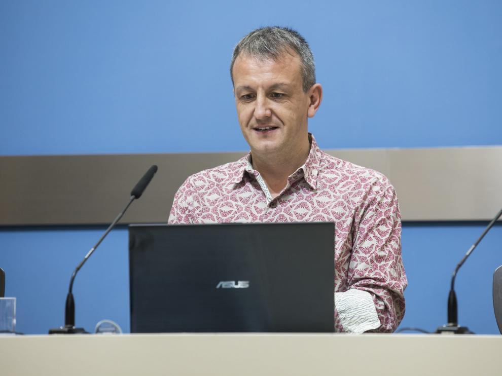 Fernando Rivarés, en una rueda de prensa.