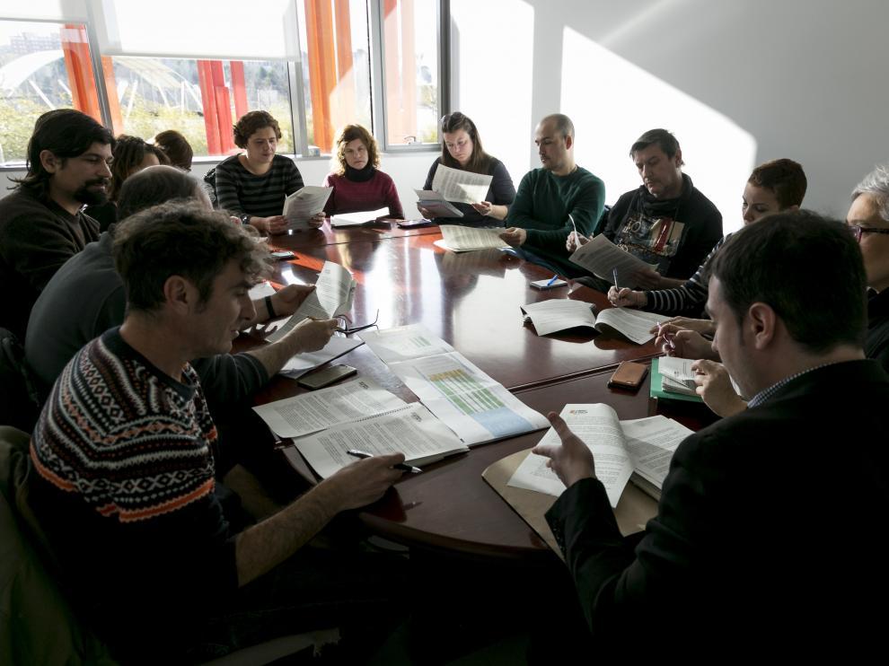 Miembros de Educación y de la Plataforma por unos comedores escolares públicos de calidad, en la reunión de ayer