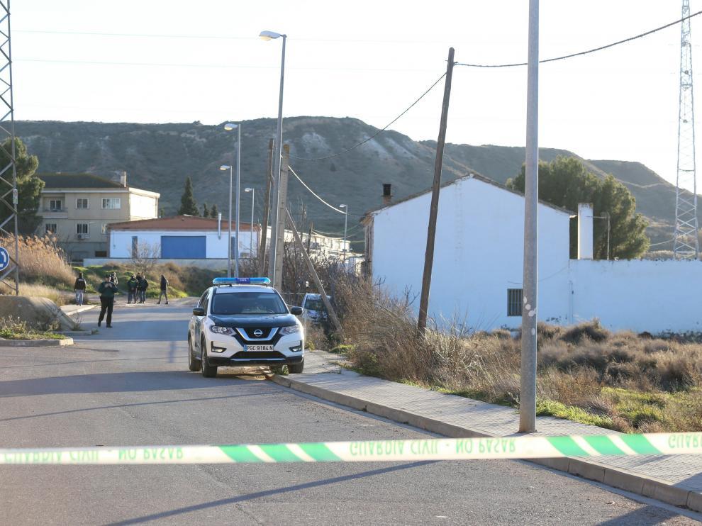 Un vecino de Fuentes asesina a su madre y se atrinchera en su casa