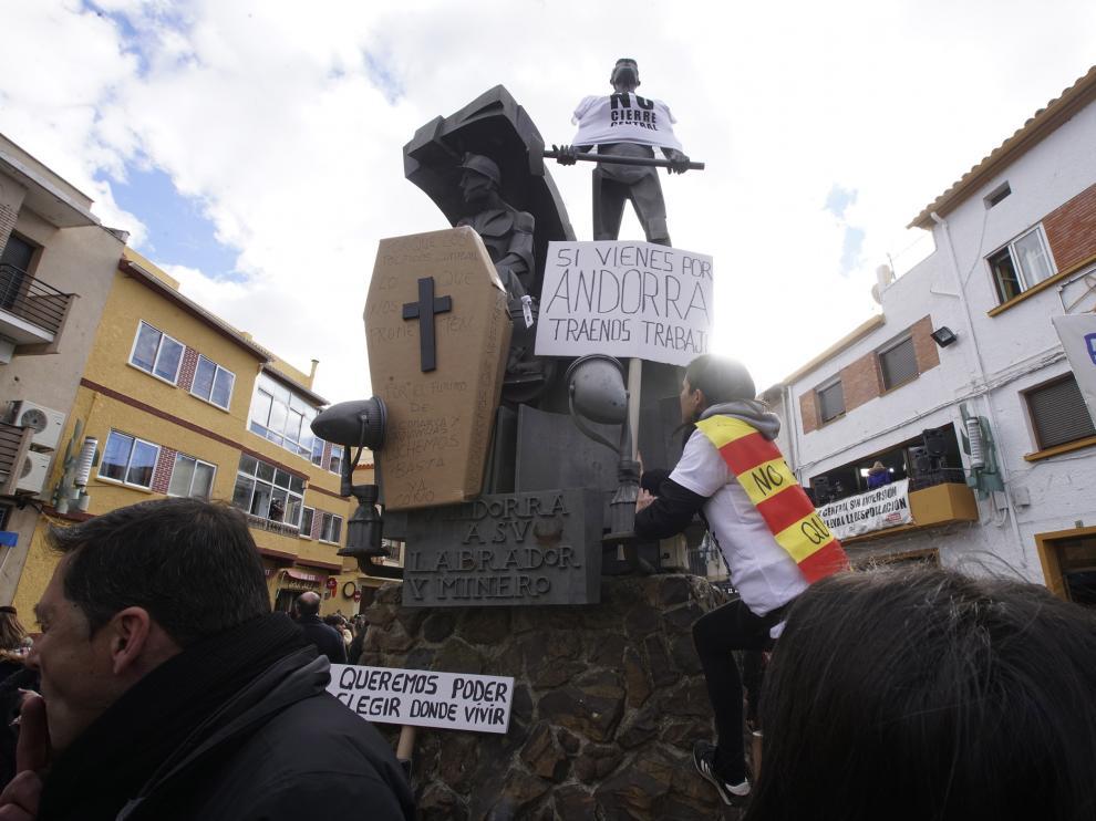 Manifestación en Andorra contra el cierre de la térmica