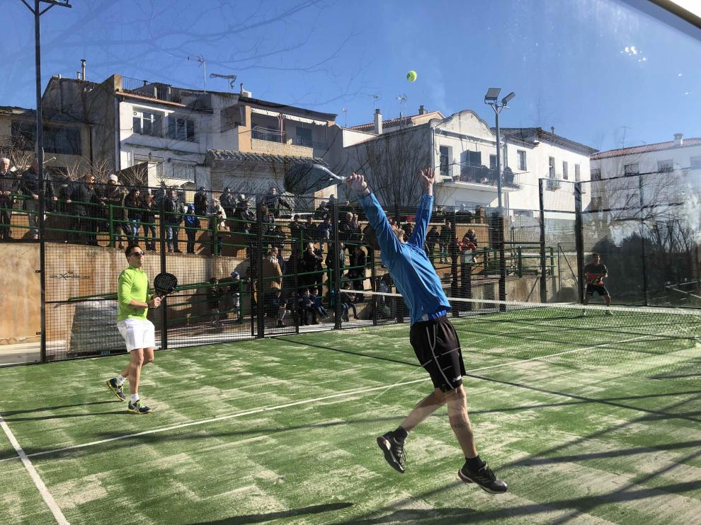 Pomar de Cinca fomenta el ocio y el deporte con la primera pista de pádel en pleno casco urbano