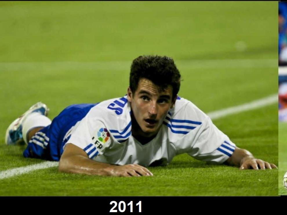 A la izda., Juan Carlos caído en el césped de La Romareda en 2011, en su etapa en el Real Zaragoza. A la dcha., Juankar en un partido reciente con el Málaga.