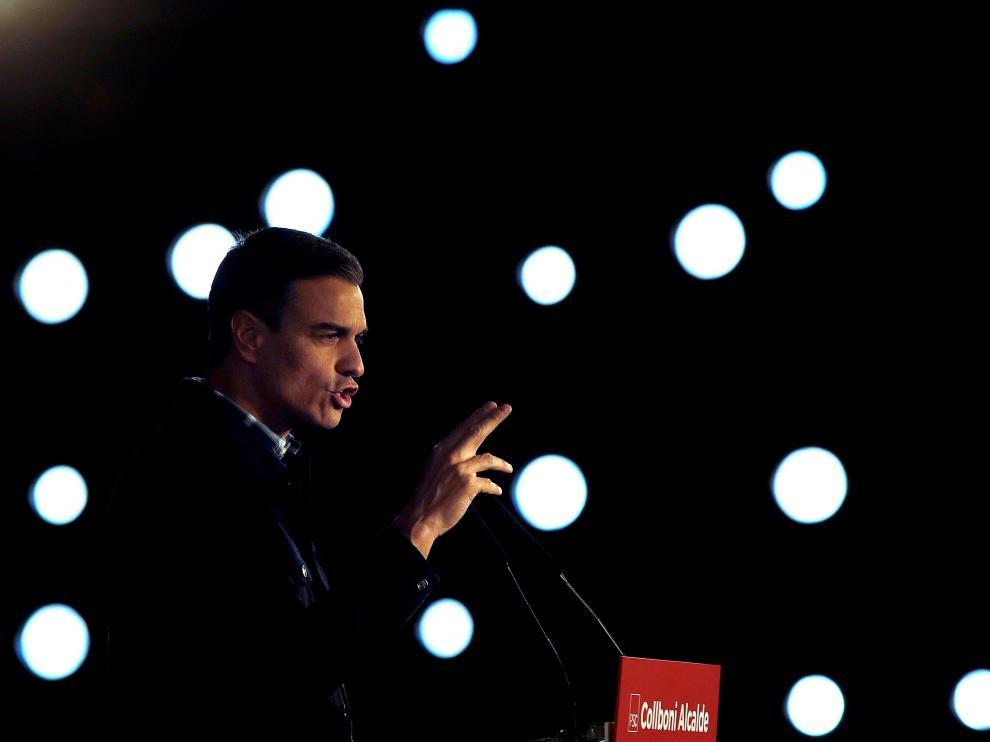 El presidente del Gobierno, Pedro Sánchez, durante su intervención en el primer gran acto del candidato del PSC a la alcaldía de Barcelona, Jaume Collboni, en el Centro de Convenciones de Barcelona.