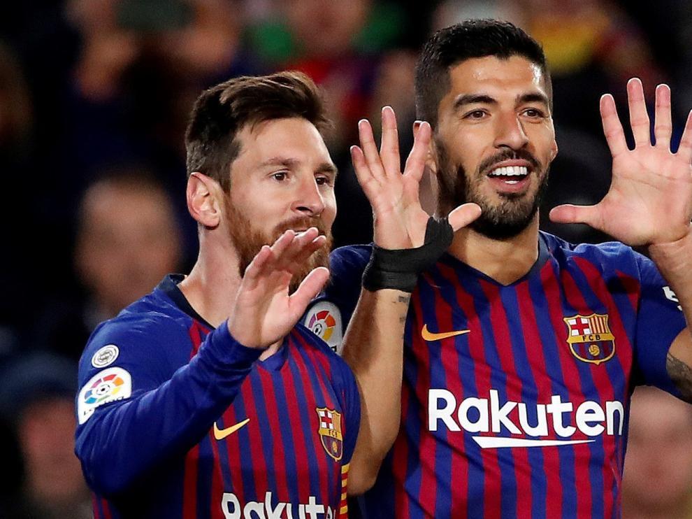 Messi y Suárez festejan el gol.