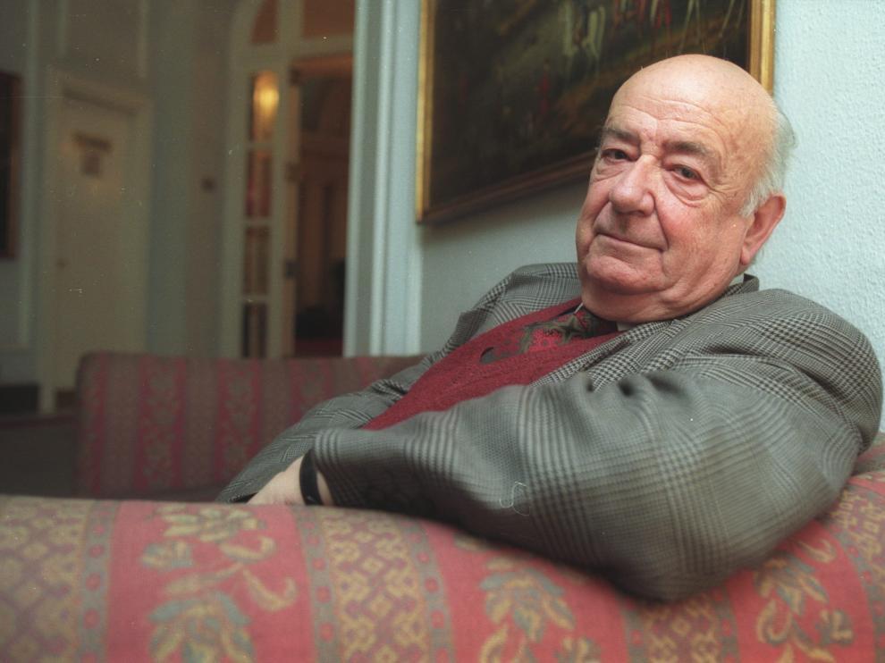 Retrato de Julián Gállego, en su casa, en 2006.