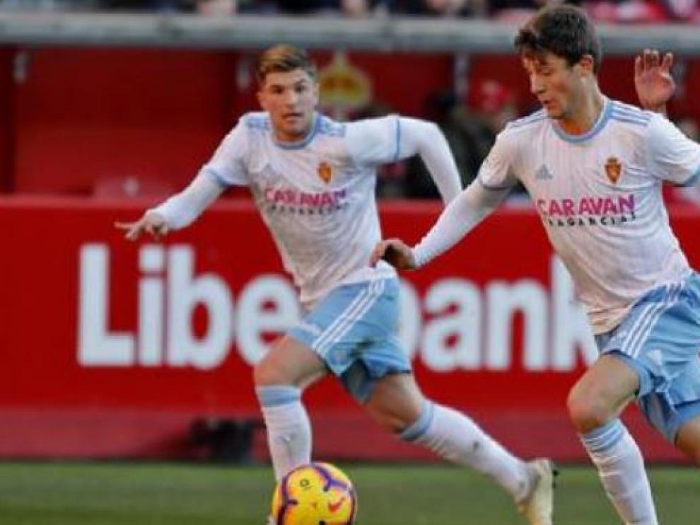 Gual y Guti, en una jugada del partido de la semana pasada en Gijón.