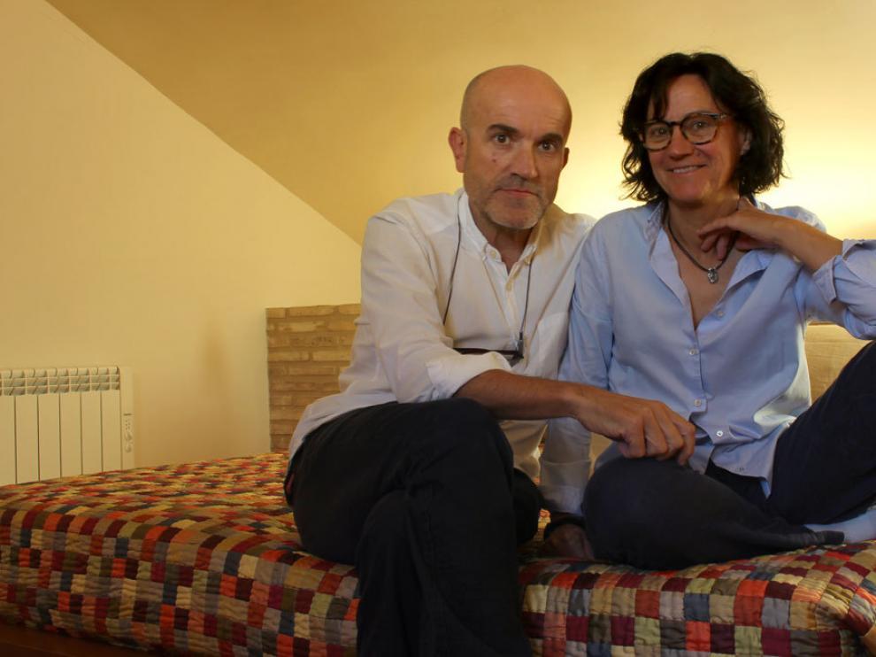 Inma y Miguel llevan 20 años al frente de la Posada de Uncastillo y ahora buscan relevo para mantener vivo el negocio.