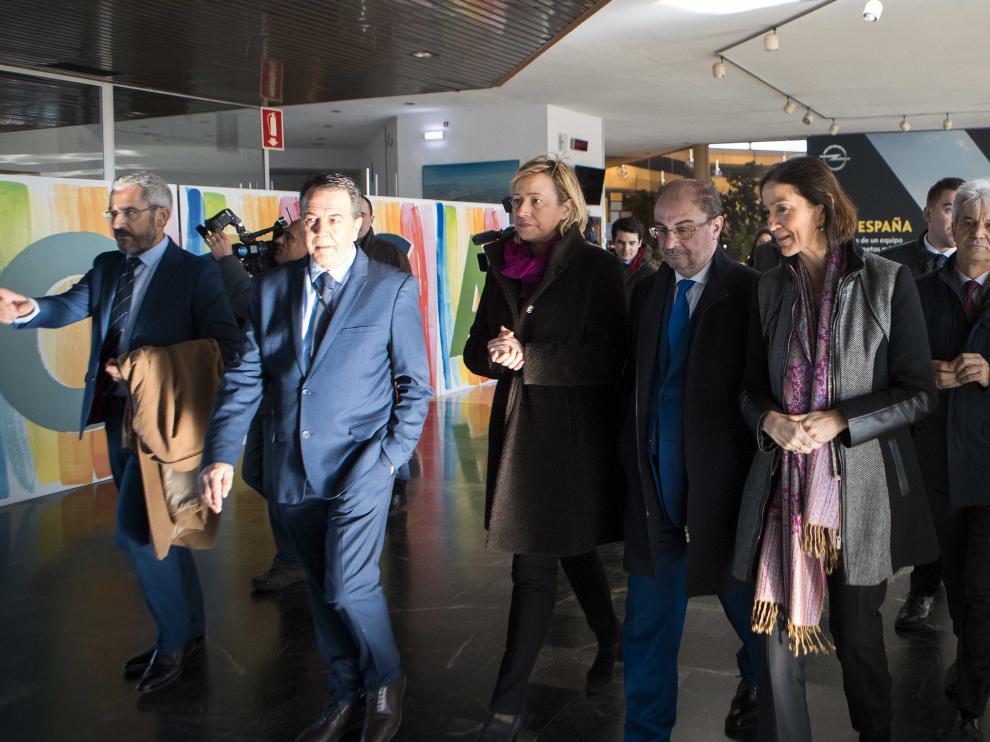 Reyes Maroto, acompaña de los representantes del Gobierno de Aragón y del director general de la planta de Opel PSA, Juan Antonio Muñoz Codina
