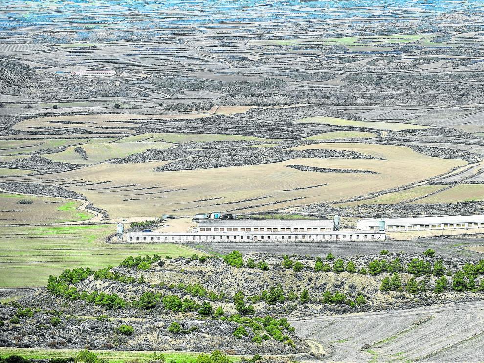 Las instalaciones ganaderas tienen que guardar unas distancias mínimas para no estar demasiado cerca de los núcleos de población.