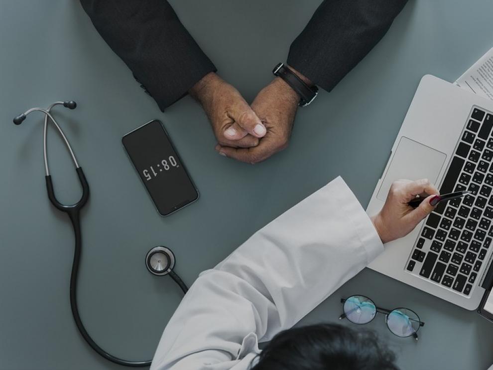 Sanidad recomienda consultar a un médico antes de hacer uso de terapias alternativas