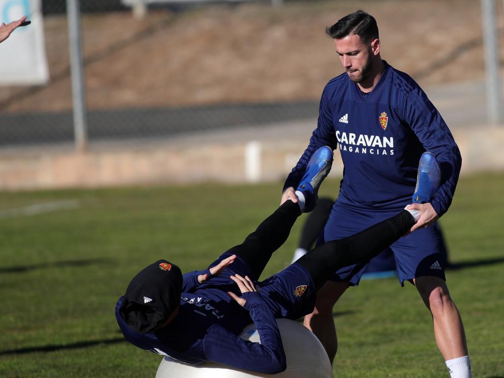 Álvaro Vázquez y Marc Gual, en un ejercicio durante un entrenamiento