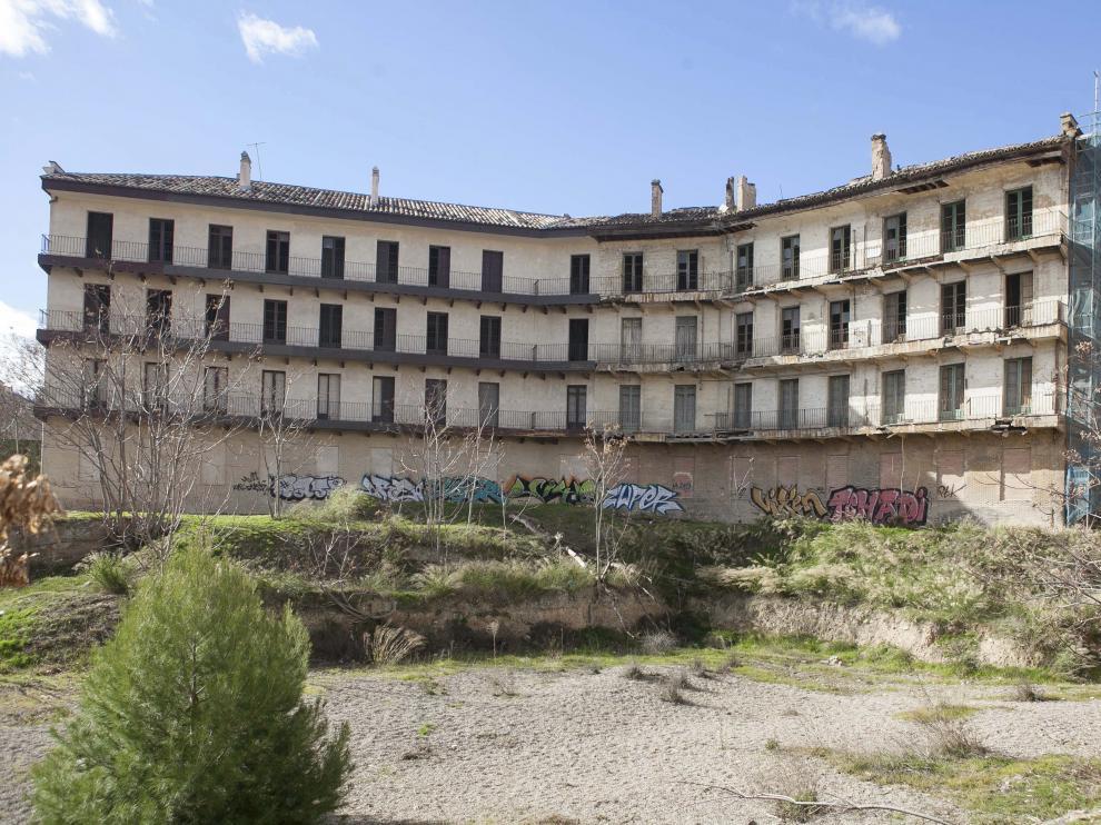 Imagen trasera del deteriorado cuartel de Pontoneros.