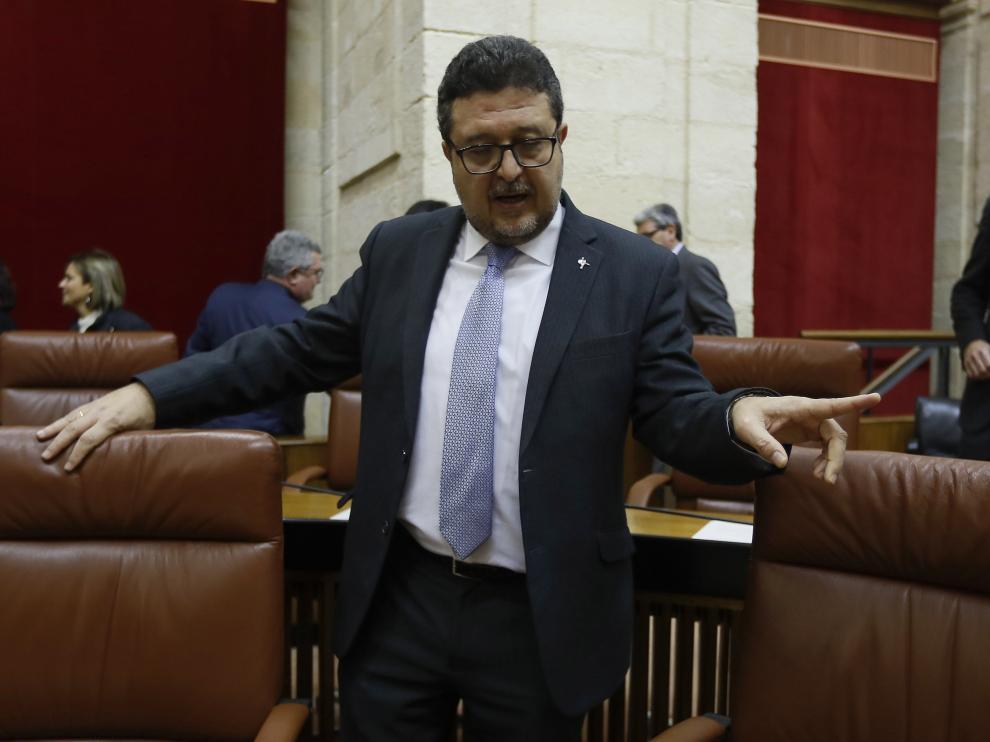 El portavoz del grupo parlamentario de Vox, Francisco Serrano.