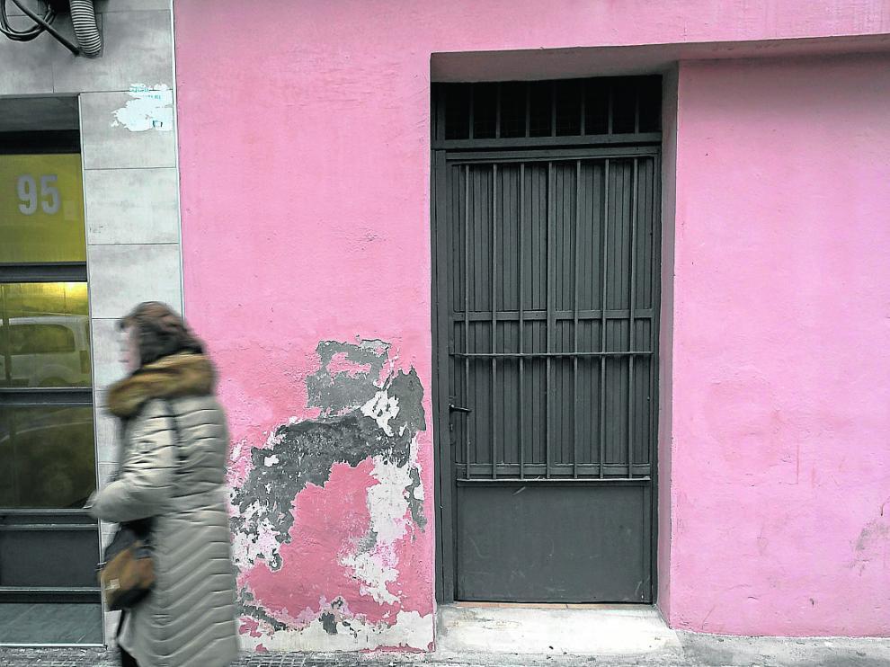 Fachada del local de la calle de María Moliner alquilado a personas sin recursos