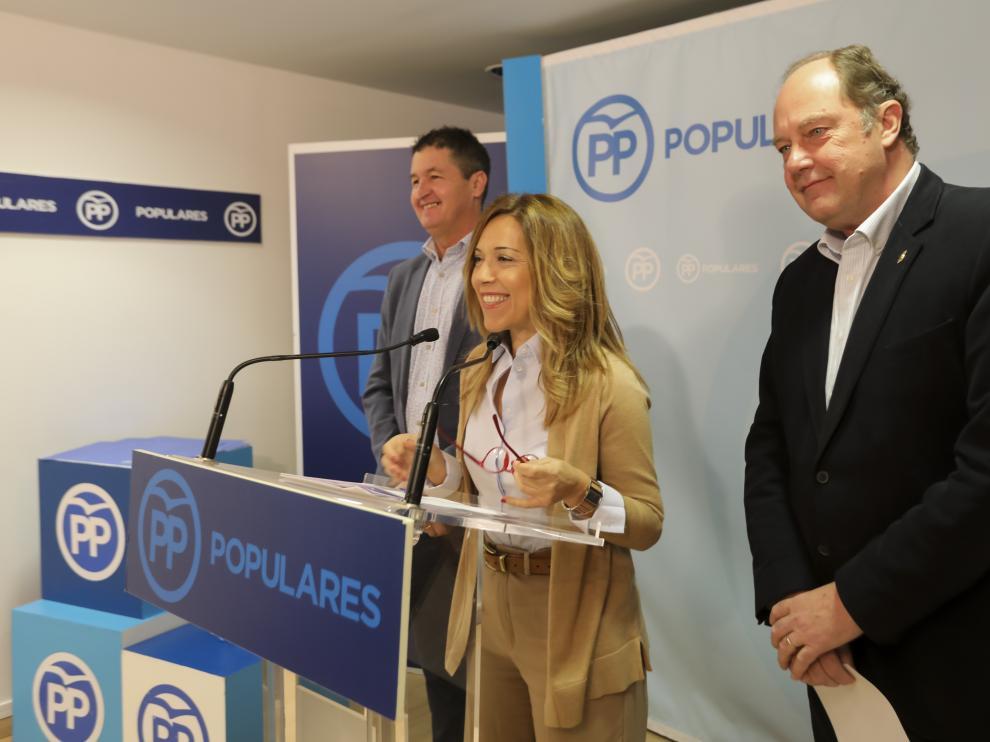 Ana Alós ha comparecido junto a sus compañeros en el Senado, Antonio Romero y