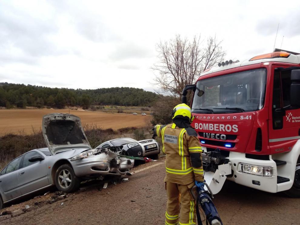 Intervención de los bomberos de la DPT en el accidente.