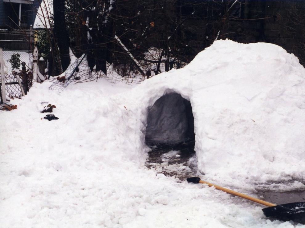 Al construir un iglú, es importante que no queden huecos muy grandes entre los bloques de hielo.