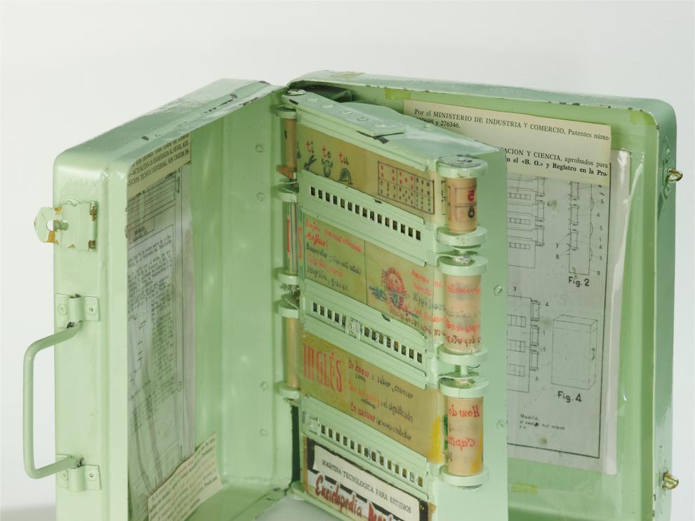 La enciclopedia mecánica (1962) expuesta en la sede coruñesa del Museo Nacional de Ciencia y Tecnología es una donación de Mª Carmen Grandal Ruiz