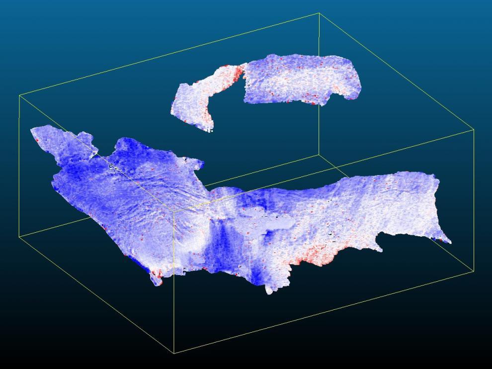 Esta imagen muestra claramente el dominio de los colores blancos o azules (acumulación de hielo y nieve o sin cambios), respecto a los rojos, zonas de pérdidas. El cambio medio es 0,9 metros