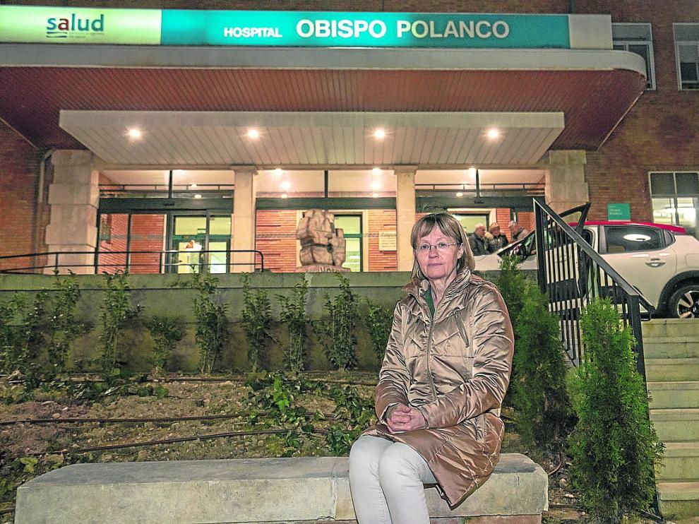 La jefa de Otorrinolaringología, a las puertas del hospital Obispo Polanco de Teruel