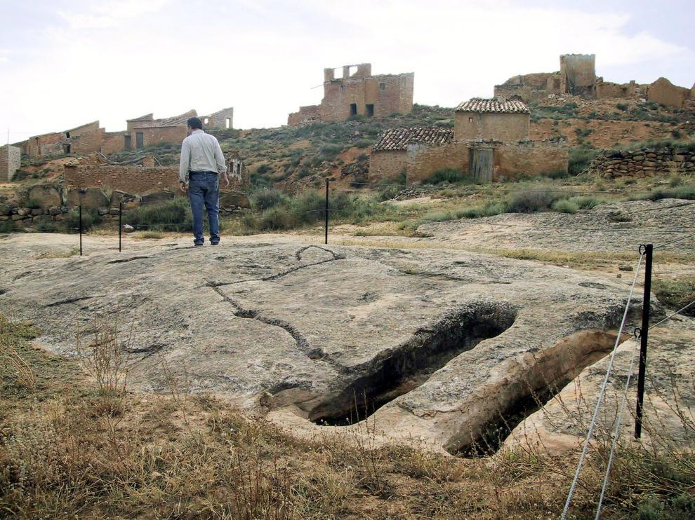 Las lastras de San José, en Albalate del Arzobispo, donde se alternan antiguas tumbas visigodas con grabados en las rocas.