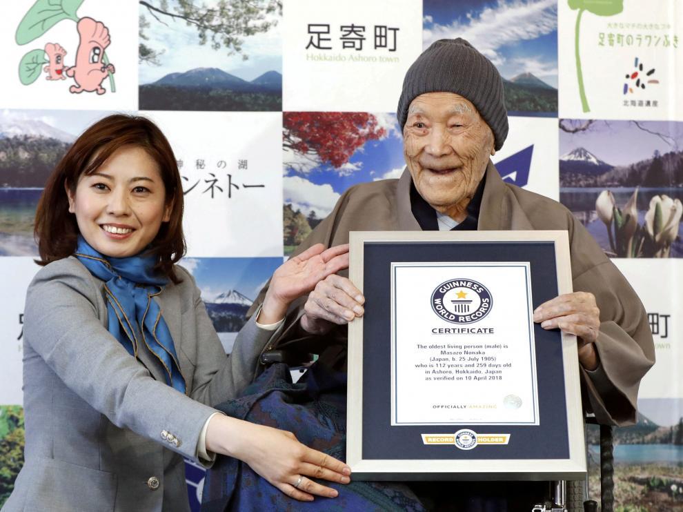 En abril de 2018 fue nombrado el hombre más longevo del mundo por el Guiness World Records.