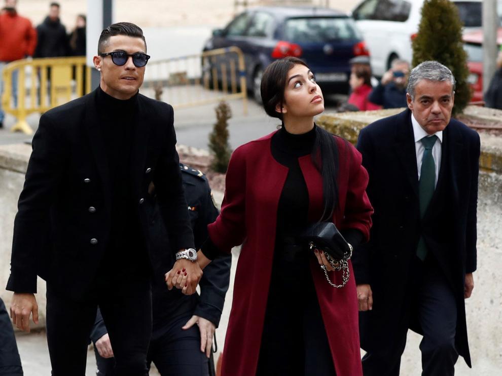 Imagen de la llegada a los juzgados de Cristiano Ronaldo y Georgina Rodríguez, para conocer la sentencia de su juicio por fraude.