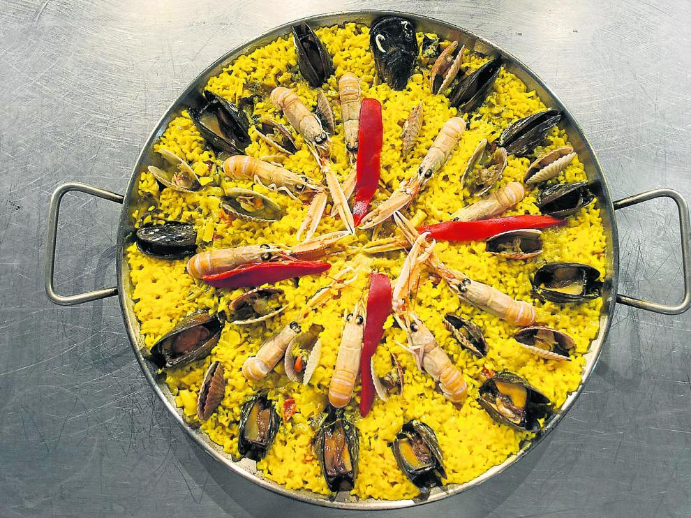 La paella de marisco, una de las preparaciones con arroz más solicitadas en los establecimientos especializados.