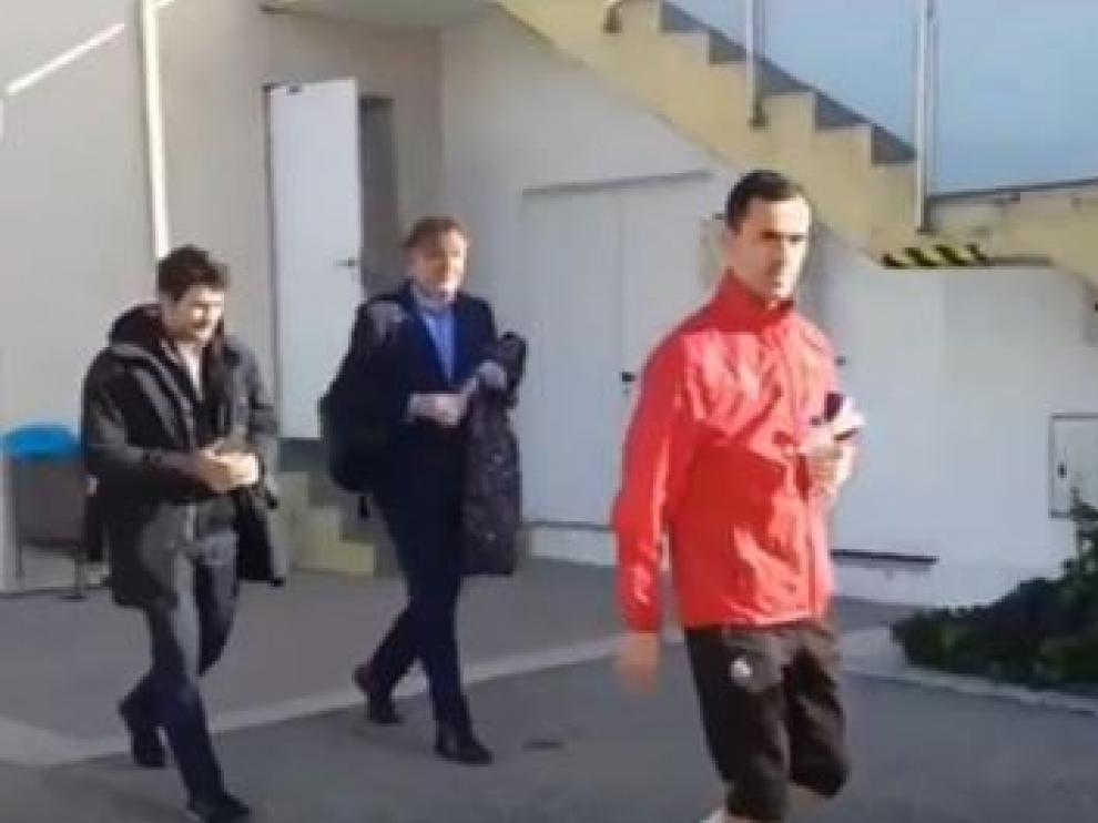 Linares, en la mañana de este martes en el entrenamiento del Reus. Detrás, los abogados Javier Paredes y Santiago Nebot.