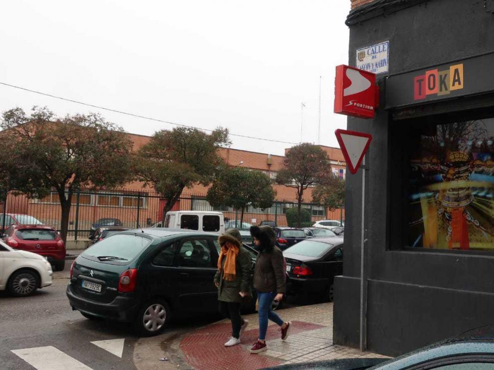 Local de apuestas en la calle Batalla de Lepanto, en las Fuentes, frente al IES Pablo Serrano