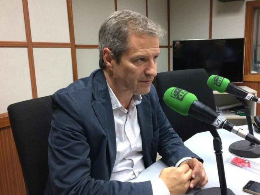 Daniel Pérez, en un estudio de Onda Cero en Aragón.