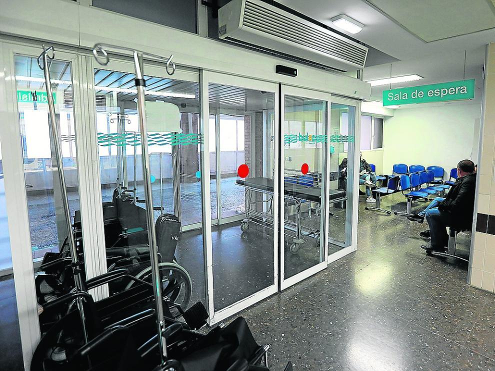 Acceso y sala de espera de Urgencias. Esta unidad necesita más espacio desde hace años.