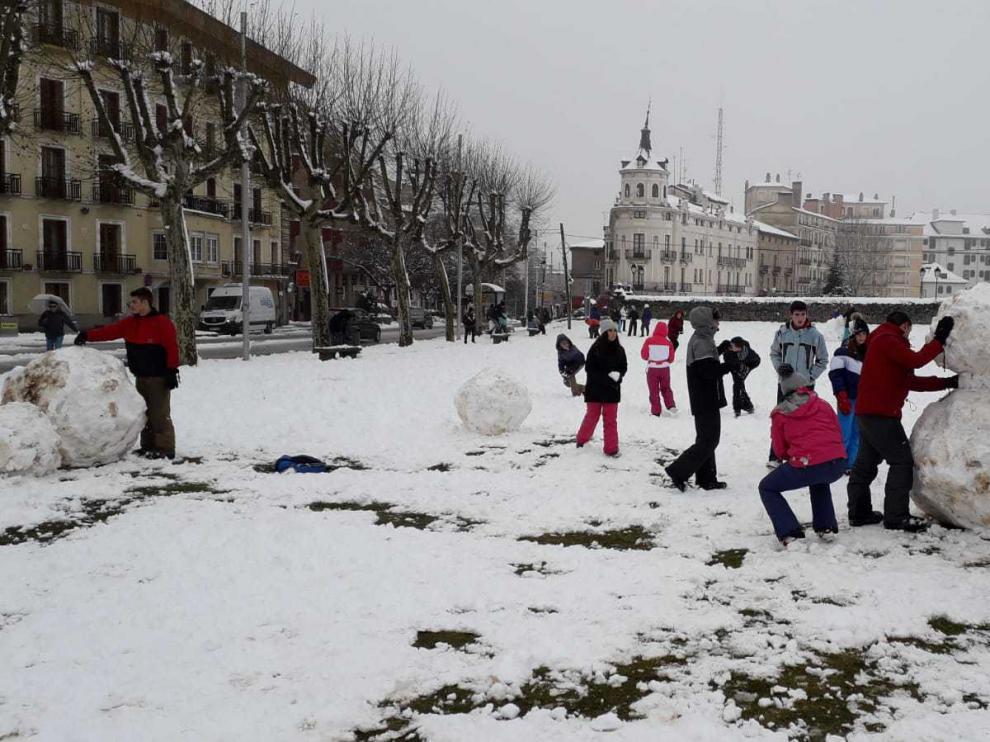 Mañana para jugar con la nieve en Jaca