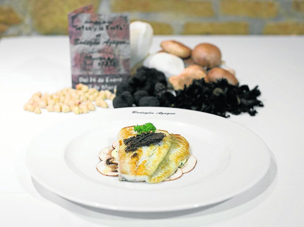 El plato de rodaballo, con algunos de los ingredientes de las Jornadas de las Setas y la Trufa.